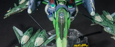 RVF-25 Messiah Valkyrie Luca with booster pack – 1/72 Bandai