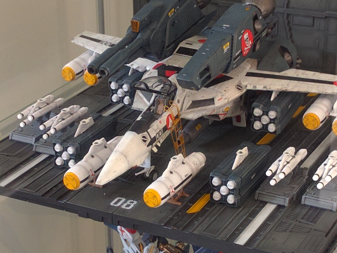 Macross 1:48 Strike Valkyrie full load